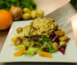 Salade de magret de canard à l'orange, cookies salés aux oignons